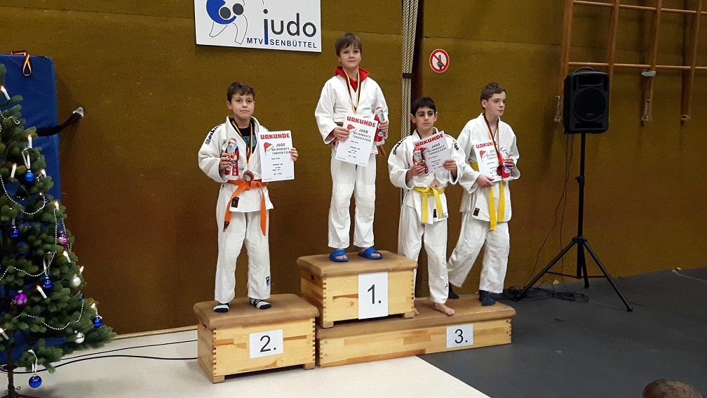 Oskar freut sich über den ersten Platz